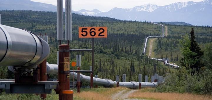 Trans-Alaska_Pipeline_System_Luca_Galuzzi_2005