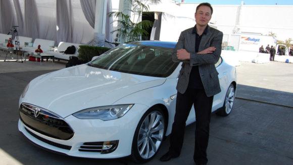 Elon_Musk_Tesla_Model_S